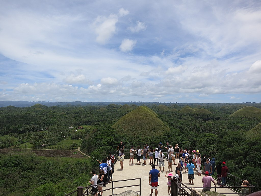 1024px-Chocolate_Hills_and_tourists