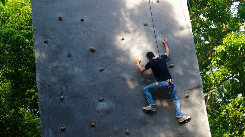 Papakits-wall-climbing